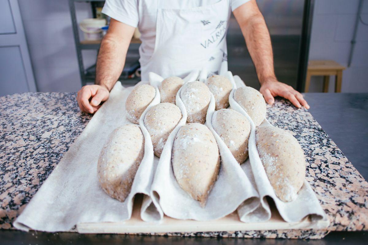 El humor con el que hagas el pan influye.