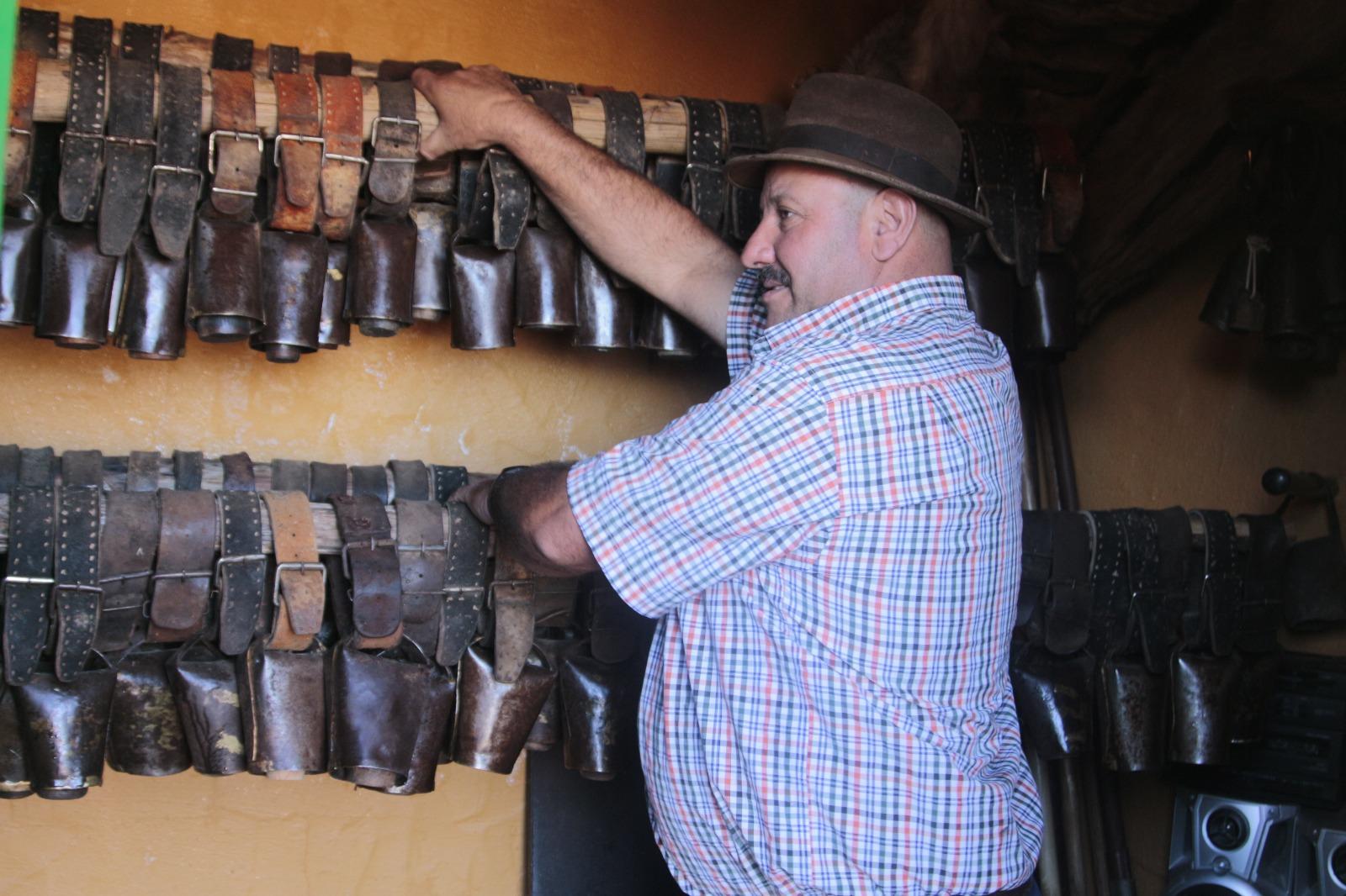 Más de un millar de cencerros, algunos con más de un siglo, conforman una colección única. Foto: Isidoro Jiménez (cedida)