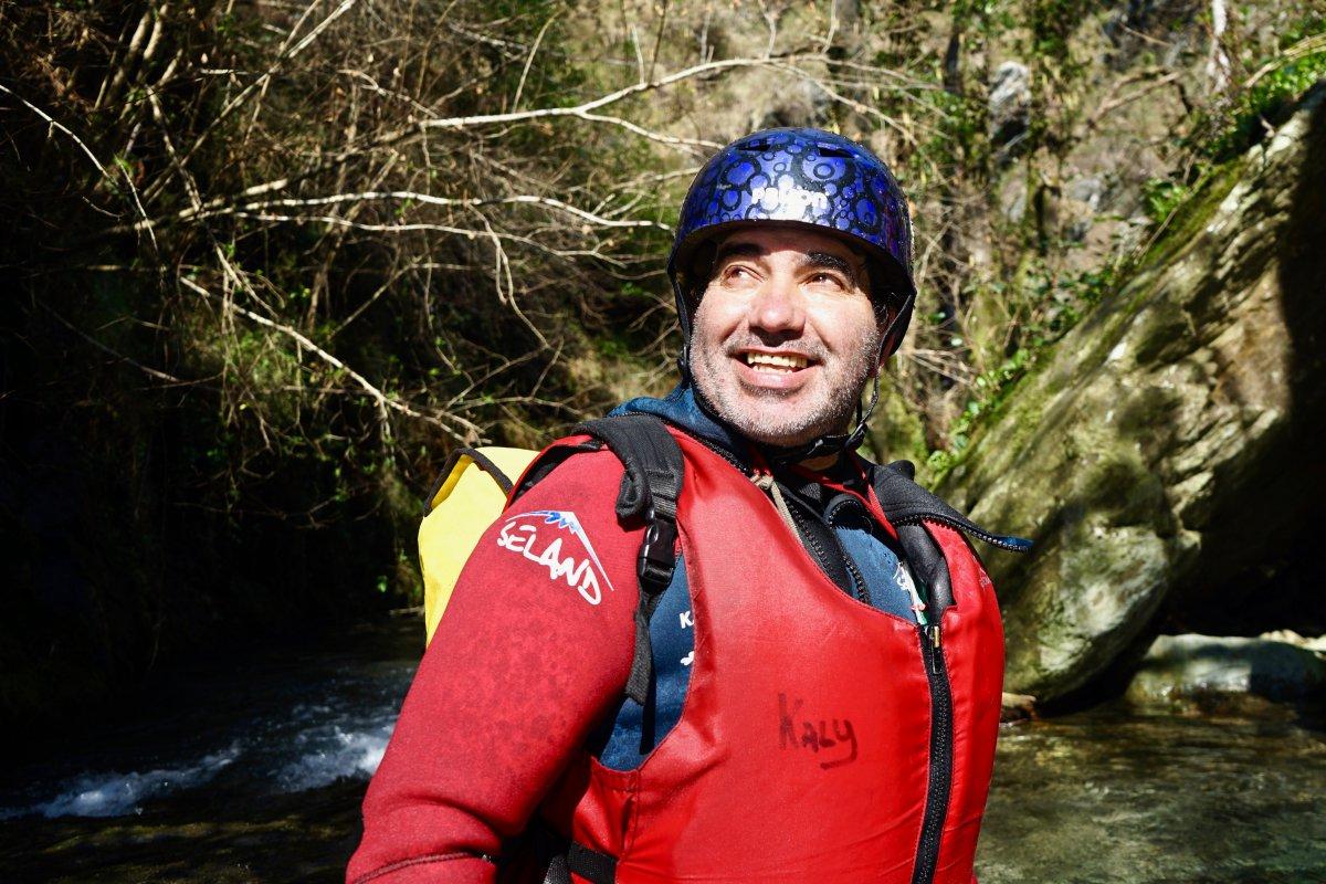 Juan Carlos Menéndez, 'Kaly', guiando la expedición por el cañón de río Frío.