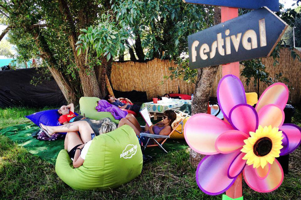 Así de bien se descansa en este festival. Foto: Web PortAmérica.