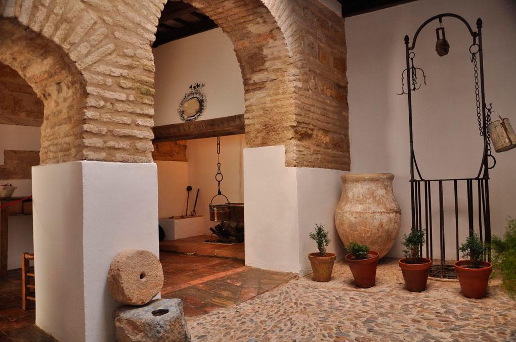La Casa de las Cabezas, un viaje al pasado medieval. Foto: Mamadú Dabó.