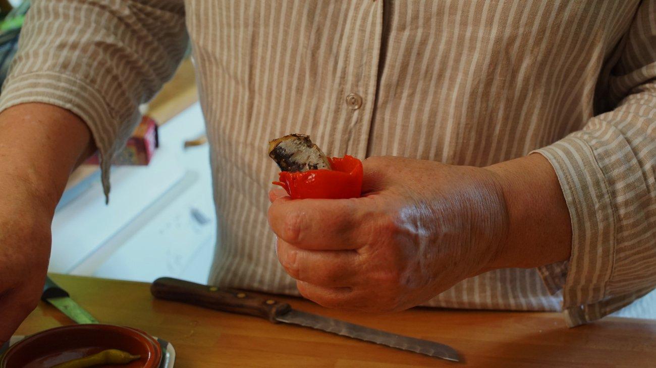 Bocadillo de sardinillas (rellenar pimientos con sardinillas)