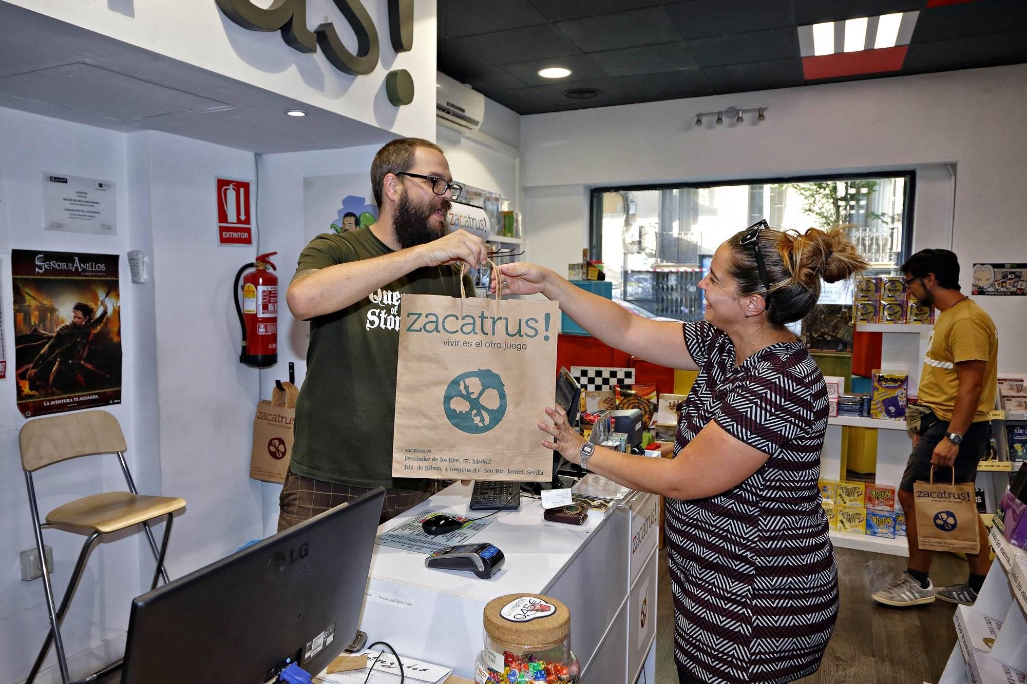 'Zacatrús' es un lugar al que van grupos de amigos a jugar pero también parejas a comprar regalos.