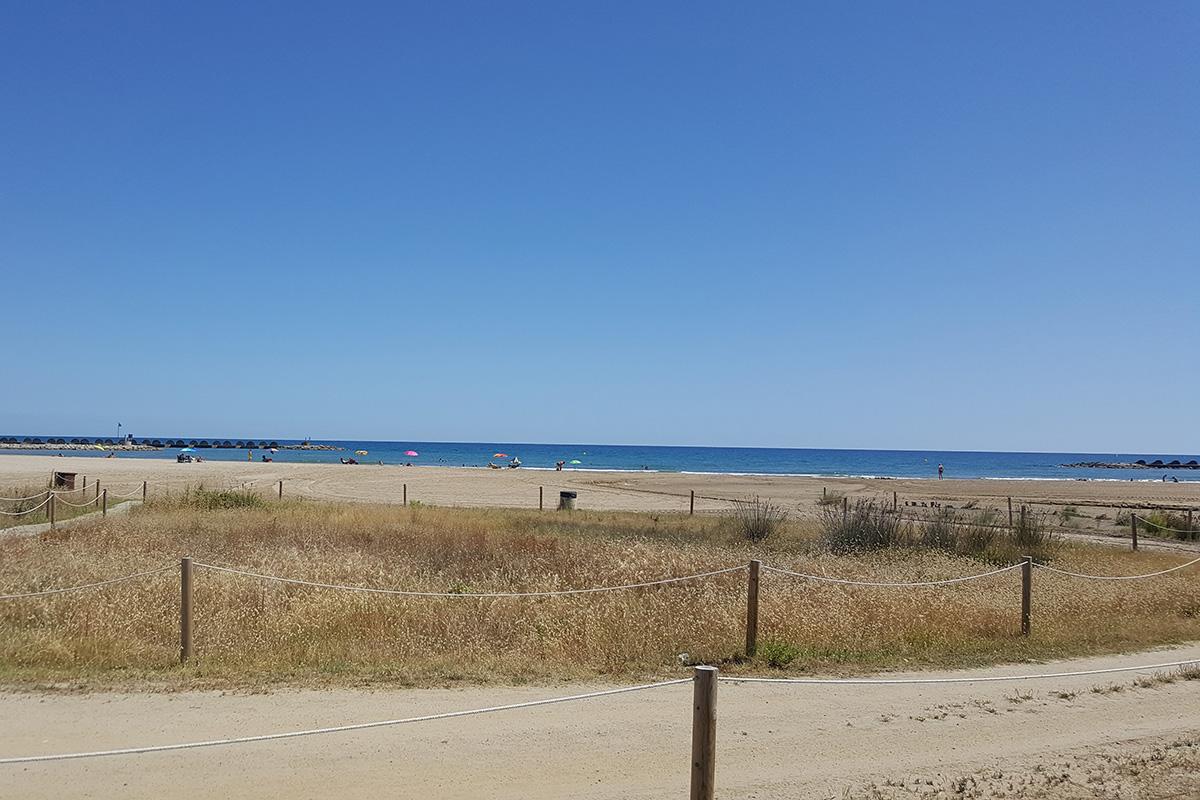 La playa Les Gavines está a 50 kilómetros de Barcelona. Foto: Ayuntamiento de Cubelles