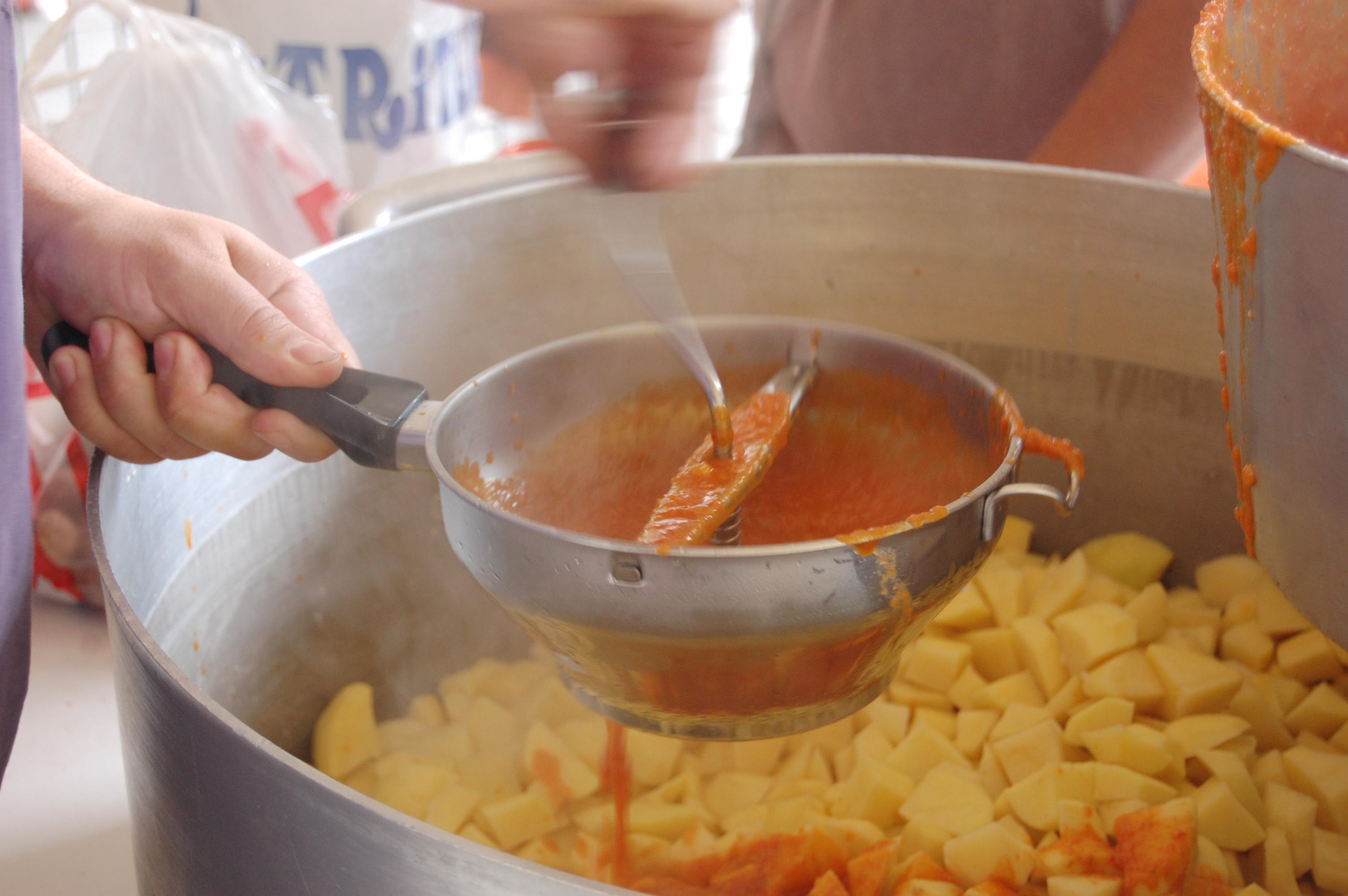 En las sociedades se cocinan recetas tradicionales vascas. Flickr Igorre: 1969.