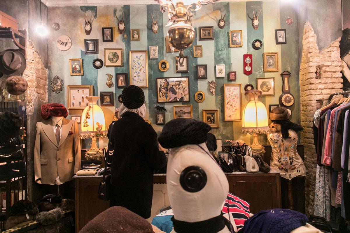 El arte también se cuela en esta selecta tienda.