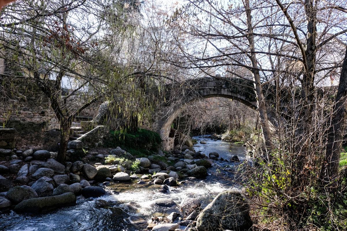 Puente de la Fuente Chiquita, del siglo XVI.
