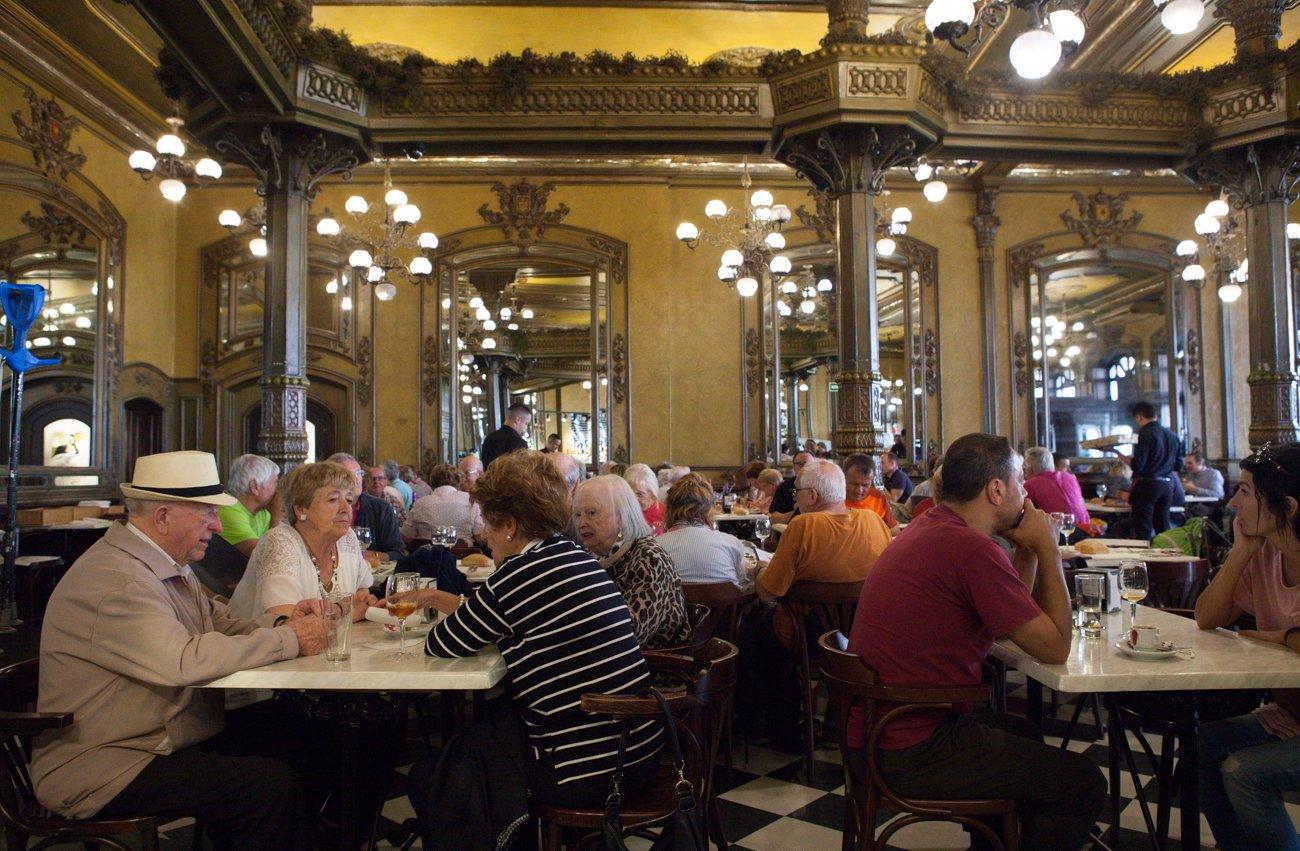 Pamplona - Cafe Iruña (clientes)
