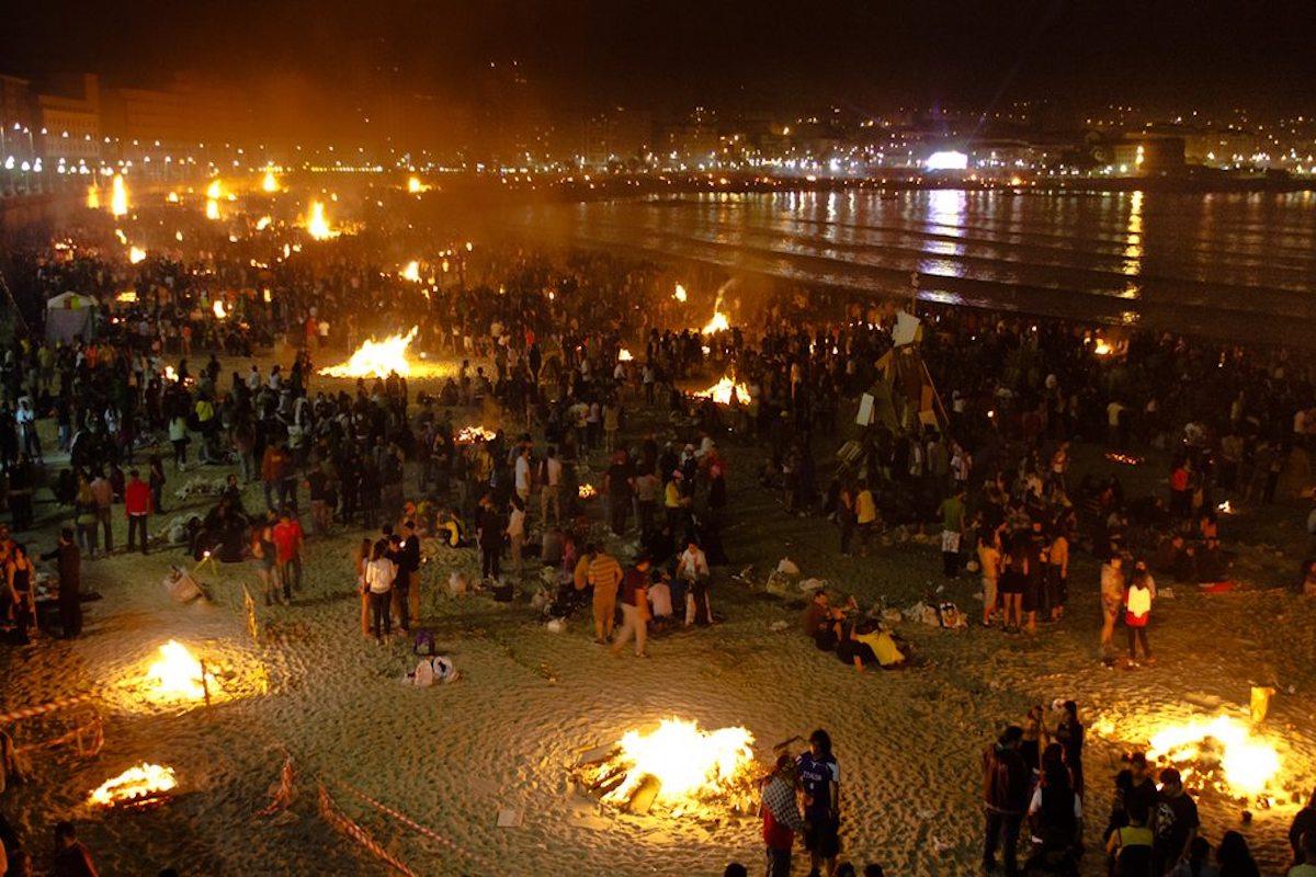 Noche de San Juan en A Coruña. Foto: Carlos de Paz, Flickr.
