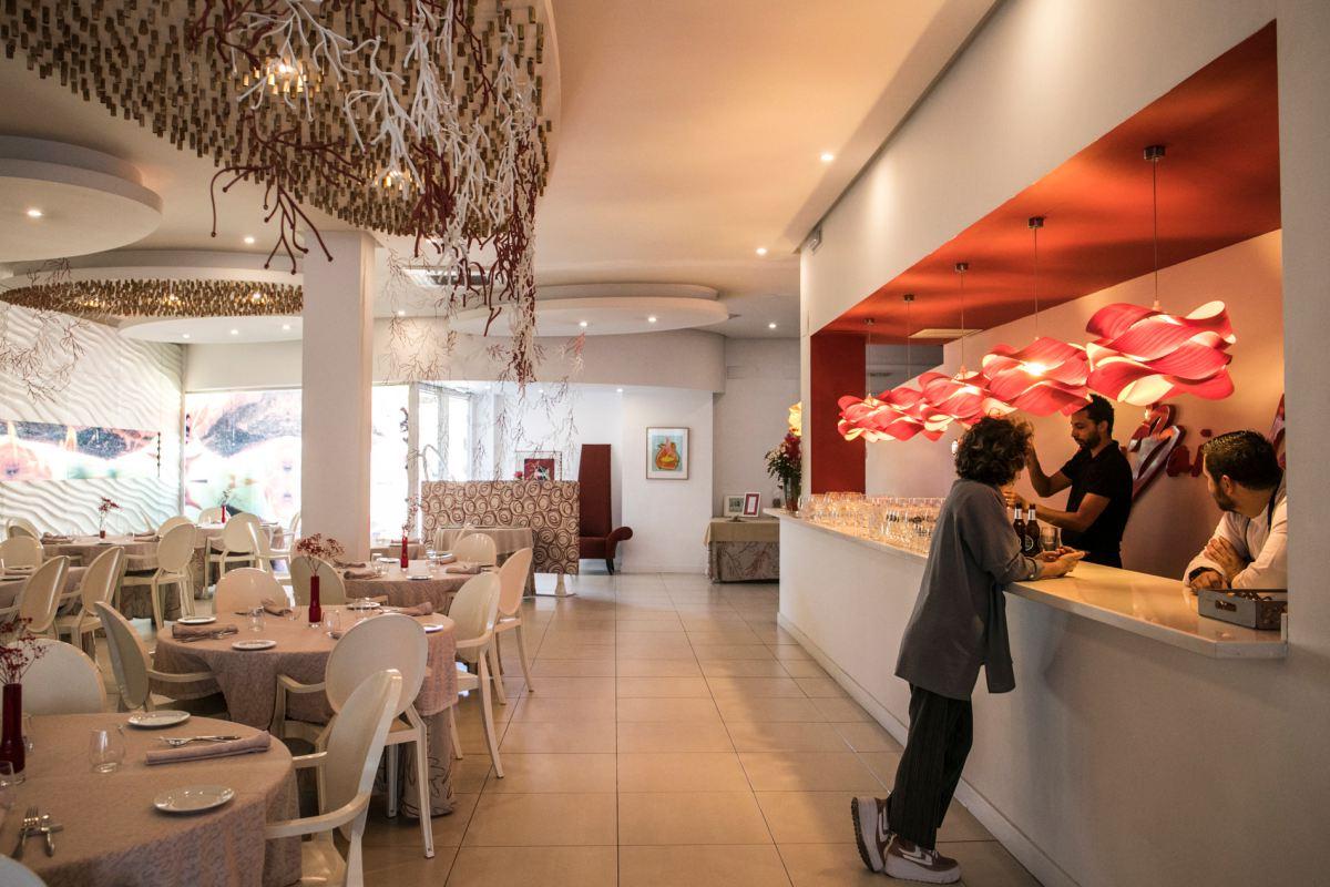 Las lámparas de LZF en el restaurante Las Bairetas, en Chiva.
