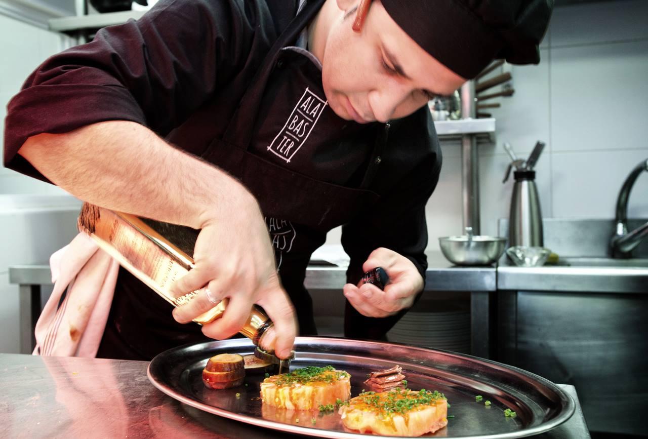 Antonio Hernando, jefe de cocina de Alabaster. Foto: Facebook Alabaster.
