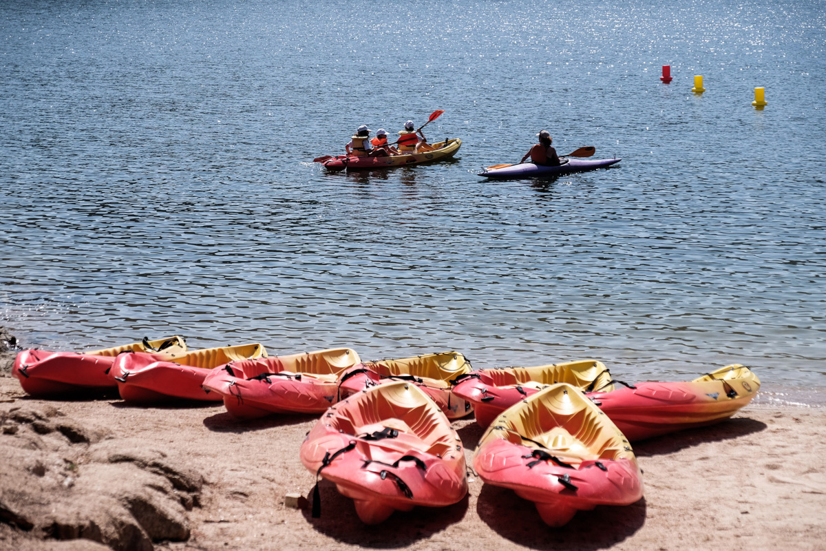 En la playa de Virgen de la Nueva se puede practicar todo tipo de deportes acuáticos.