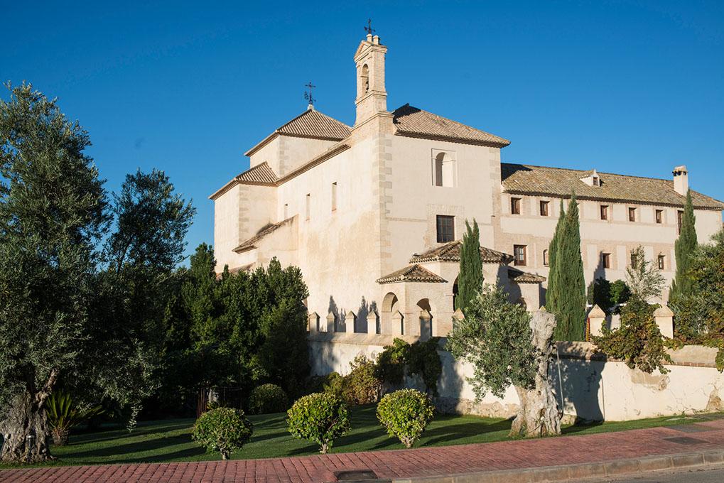 La fachada del convento, del siglo XVII