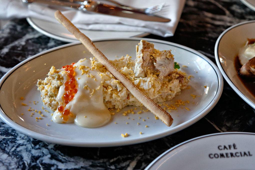 La deliciosa ensaladilla, uno de sus platos estrella.