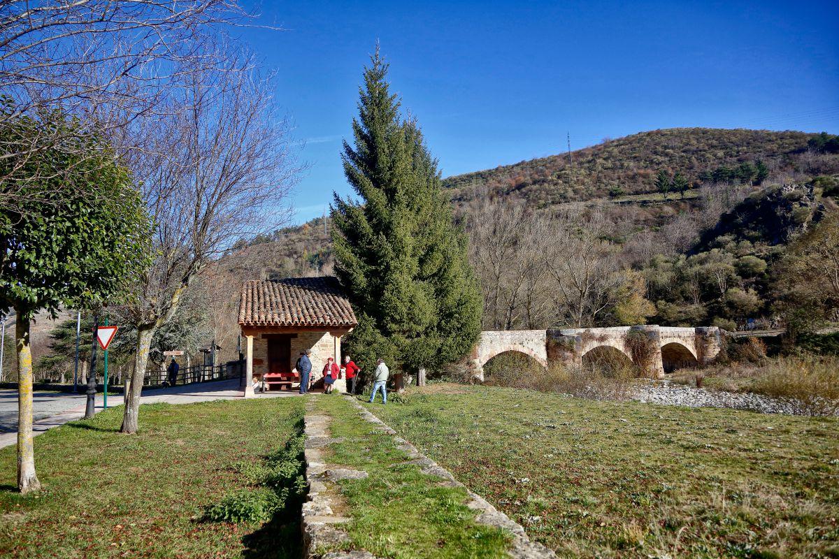 El senderismo es una afición que practican muchos lugareños y turistas.