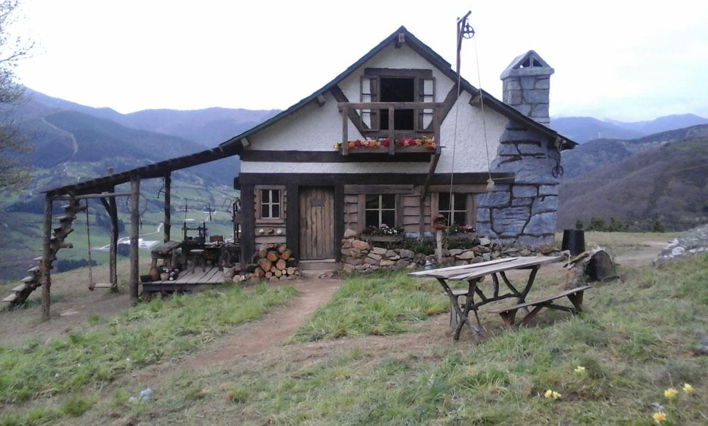 La cabaña del Abuelo se construyó en tan sólo diez días por artesanos de la zona. Foto: Pedro Velardes.