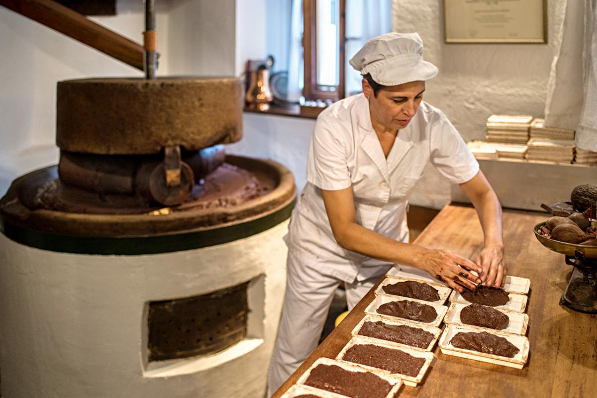 En la fábrica de chocolates Mendaro, en Guipúzcoa.