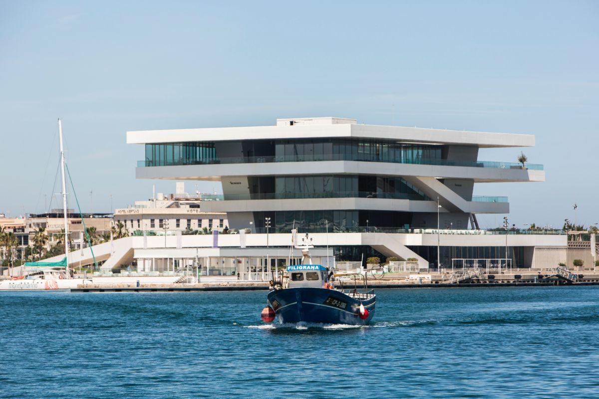 Vista del exterior del edificio Veles e Vents en La Marina de Valencia.