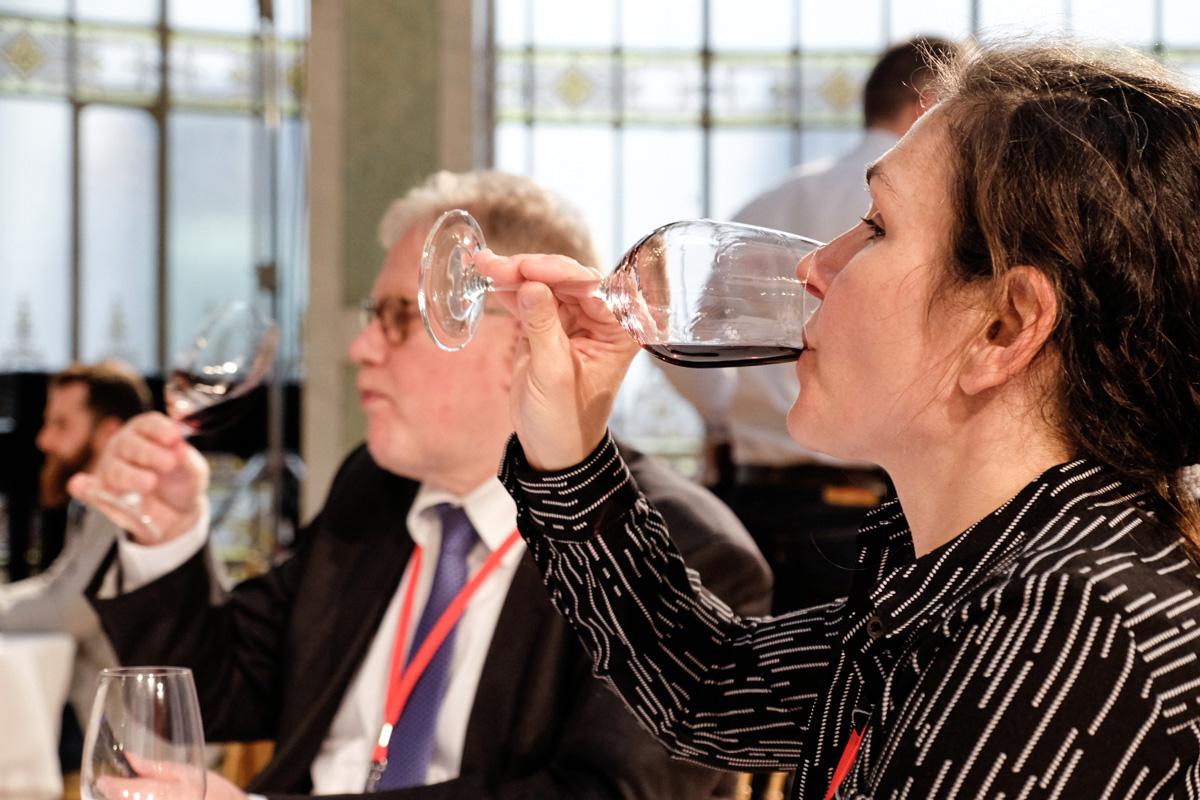 Bárbara Jiménez compara el vino con el ciclo vital de una persona.