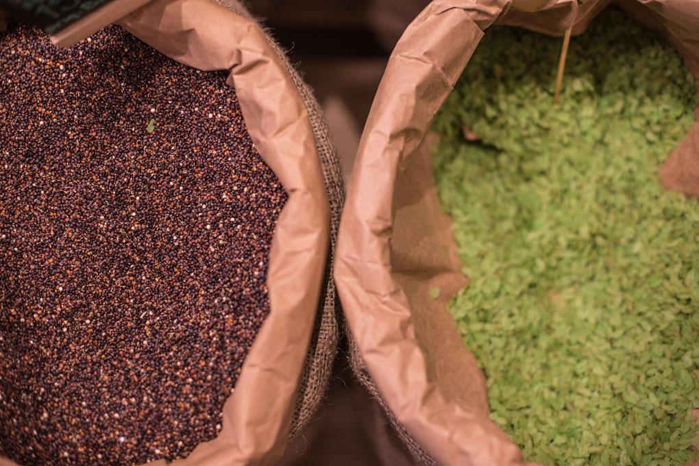 Para evitar envasados y ser más 'eco', las especias en grano se presentan en sacos de 50 kilos.