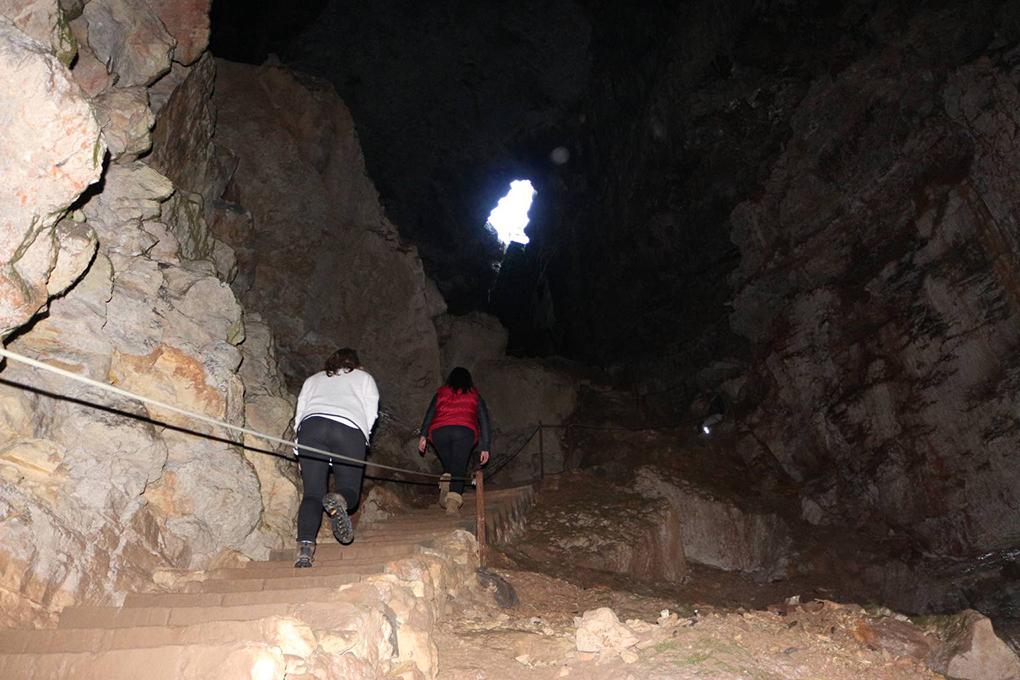 En el interior de la Sima de Alcorón.