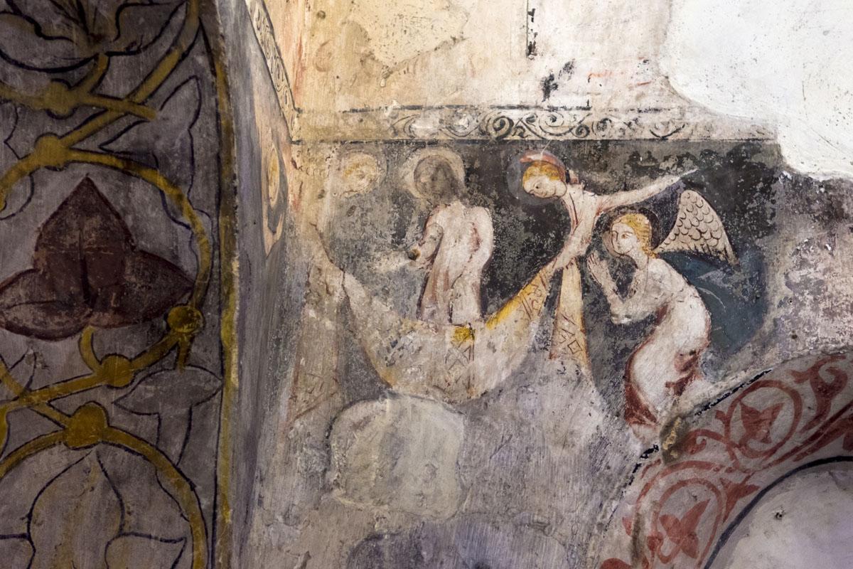 El Entierro de los Ángeles, pinturas románicas del siglo XII en la mezquita del Cristo de la Luz.