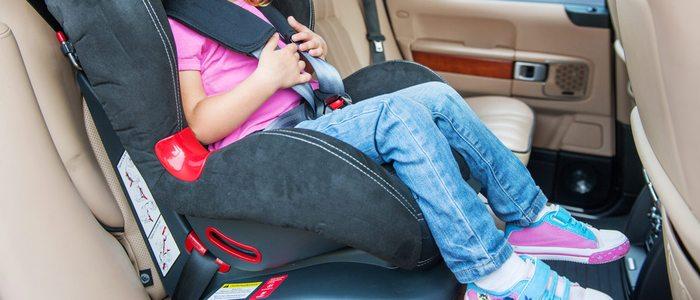 Hasta los 12 años los niños deberán viajar en el asiento trasero.