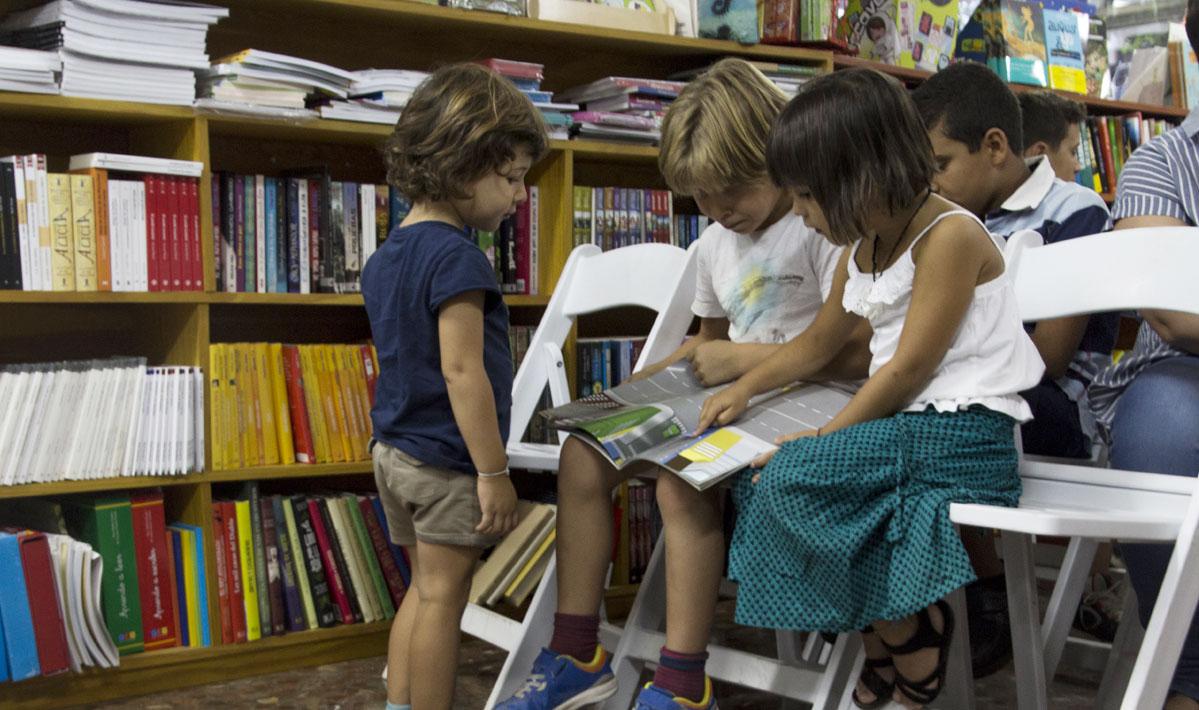 Los peques también se divierten con la poesía. Foto: Cosmopoética (Facebook).