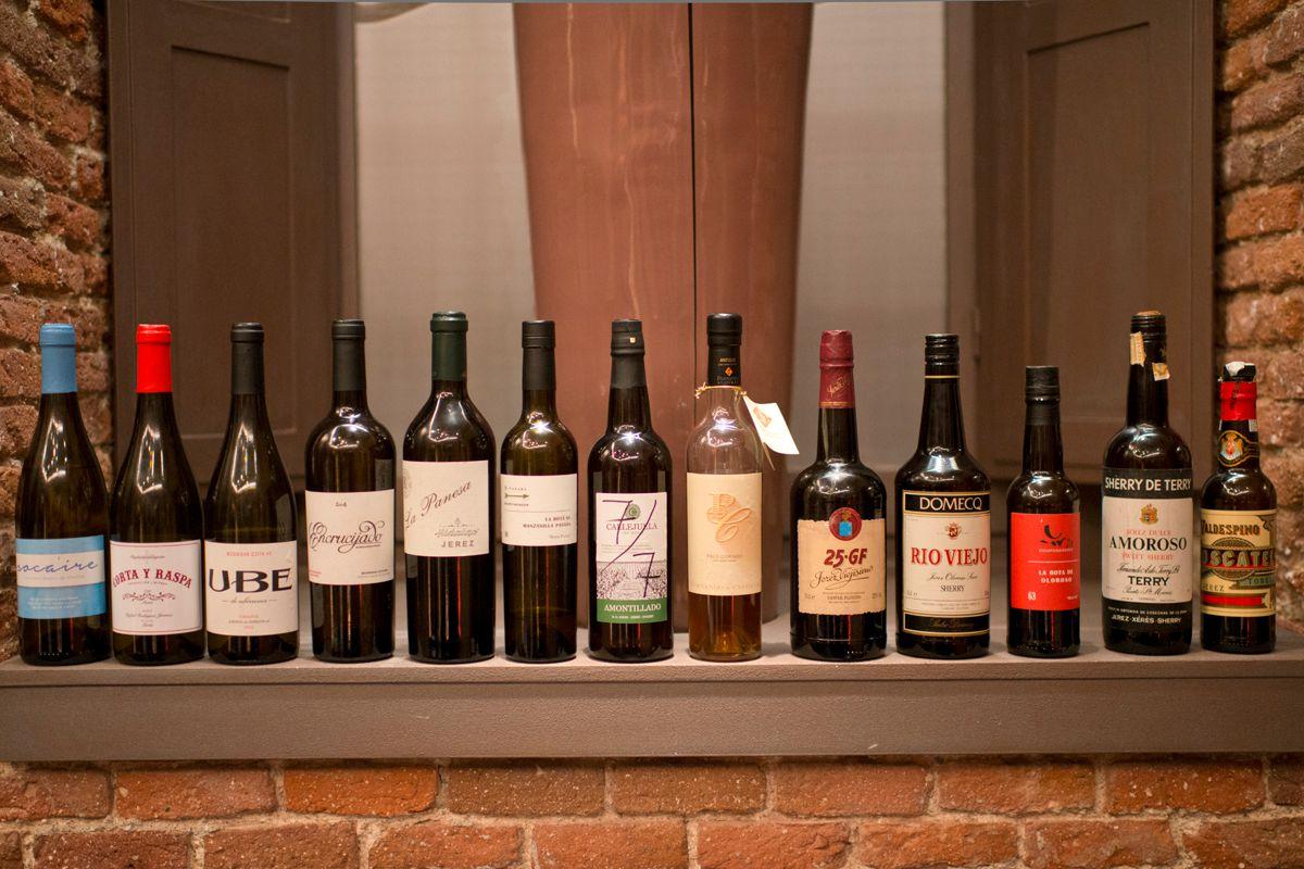 Las botellas de los vinos que se prueban durante la cena, entre las que hay joyas.