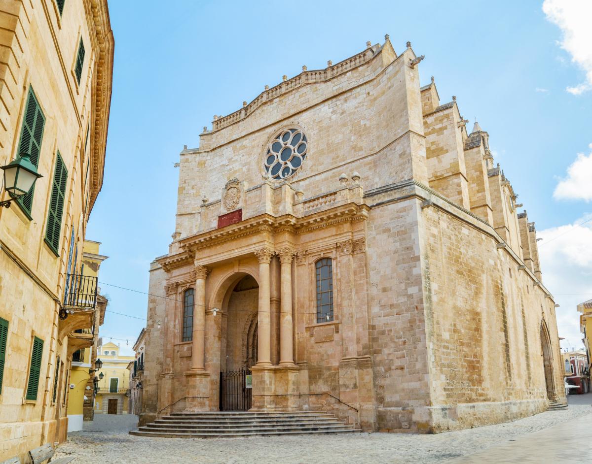 En la ciudad intramuros, la Catedral. Foto: Shutterstock.