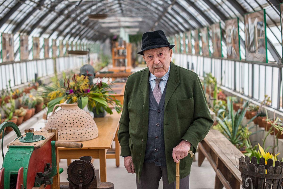 Don Carlos Sala, en diciembre, 100 años. Nació jardinero, se crió en un vivero y adora El Retiro.