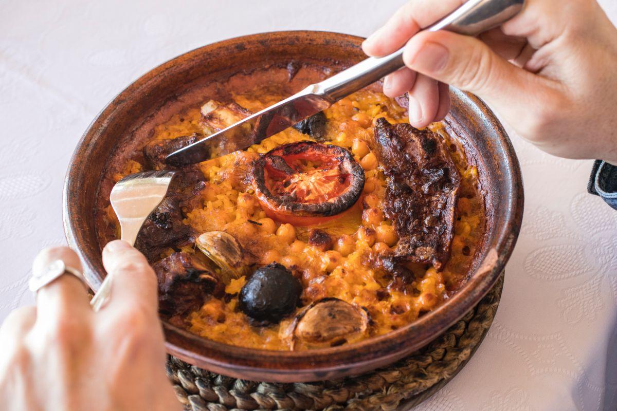 El arroz al horno de leña se sigue preparando como antaño en el 'Bergamonte'.