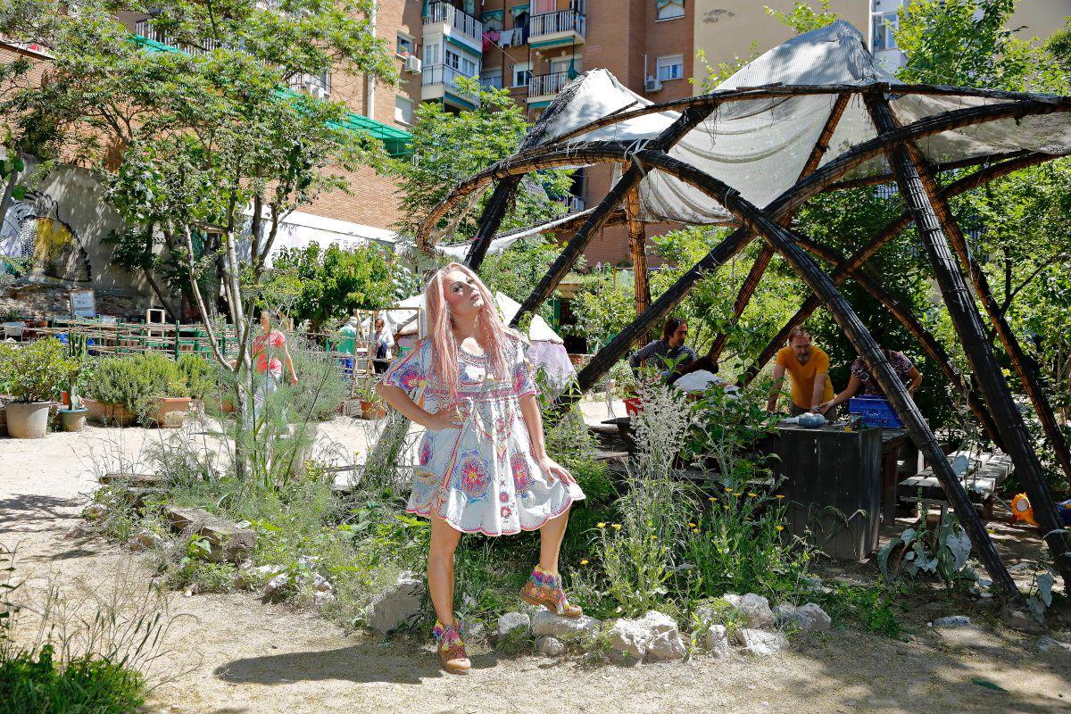 La Prohibida en el jardín autogestionado de Esta es una plaza, de Lavapiés, en Madrid.