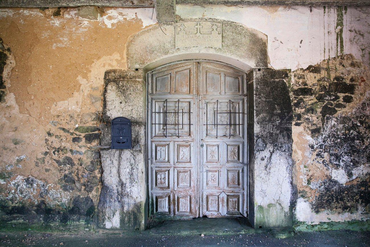 El portón del palacio de los Noriega del Pozo