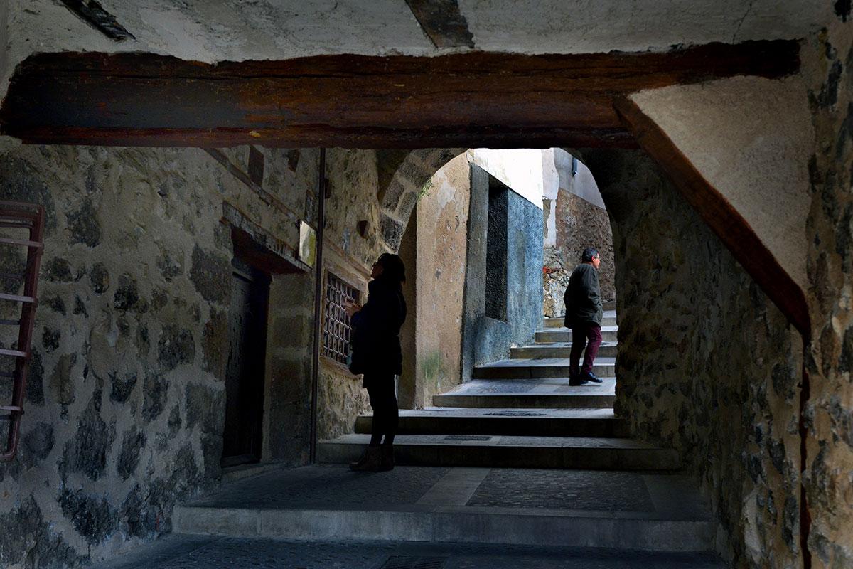 Cuenca: Pasadizo en la Ronda de Julián Romero, casco antiguo de Cuenca. Foto: Alfredo Merino | Marga Estebaranz