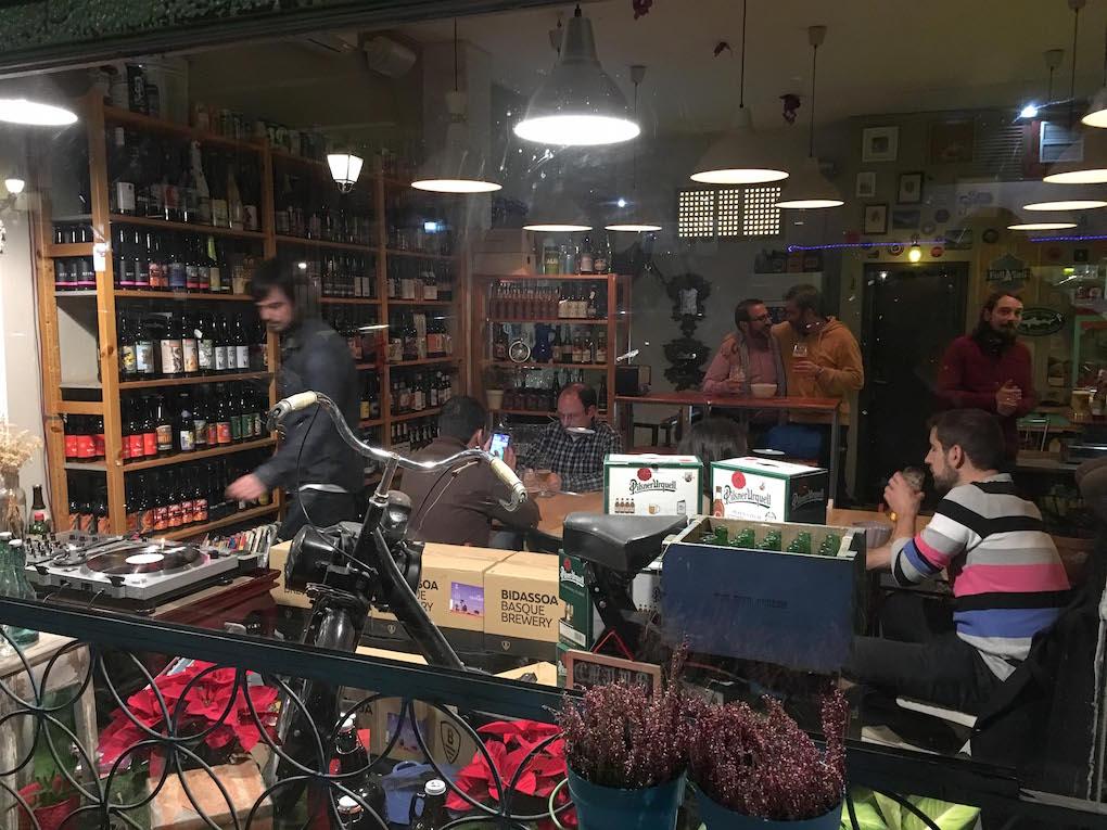 Interior del local Beergarden.
