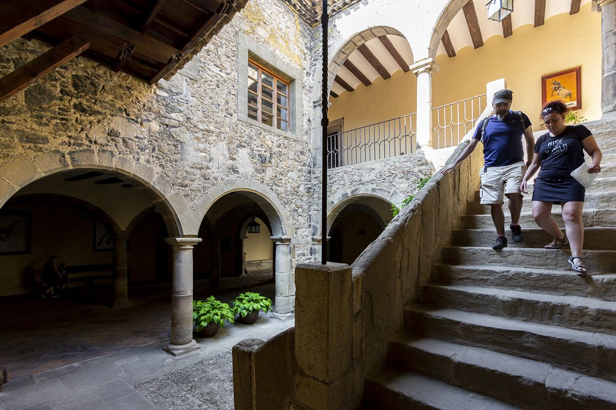No se puede abandonar Rubielos sin perderse entre los pasillos del Palacio de Villasegura.