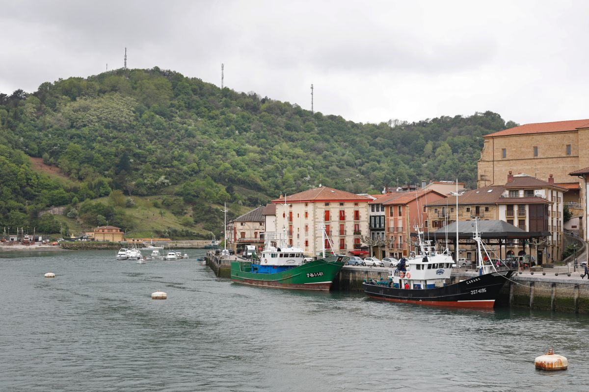 Vista de Orio (Guipúzcoa) y los barcos pesqueros.