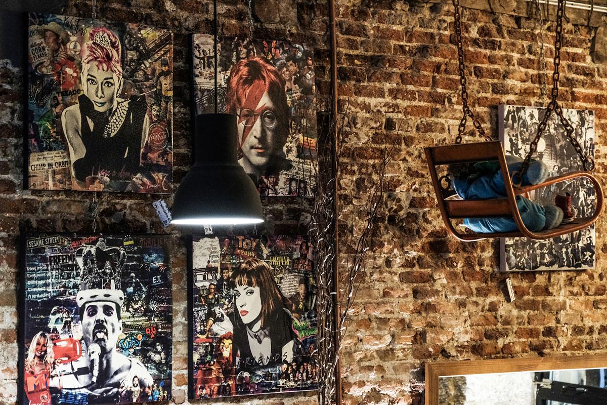 Exposiciones temporales ocupan las paredes. En la imagen, algunas obras del artista Ismaelo.
