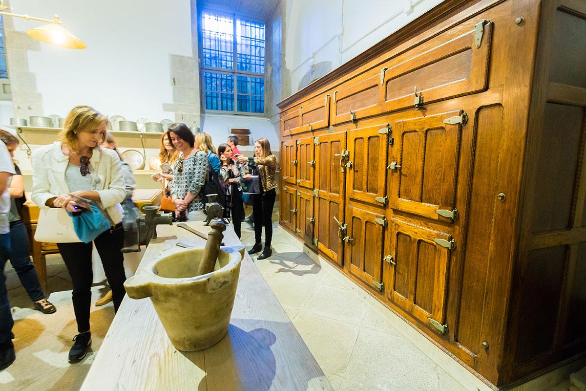 Cocinas Palacio Real: Armarios fresqueros en una de las estancias. Foto: Máximo García
