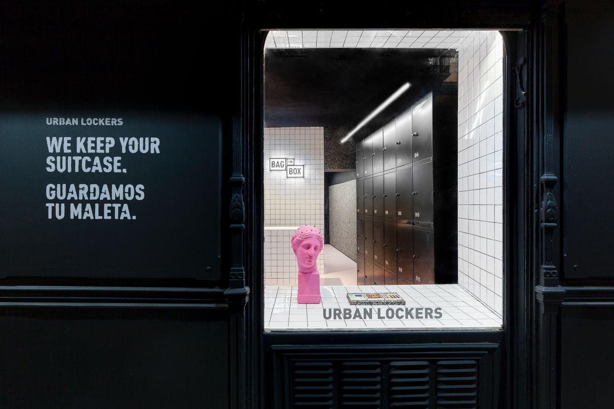Escaparate de la consigna The Box. Urban Lockers, en Madrid.