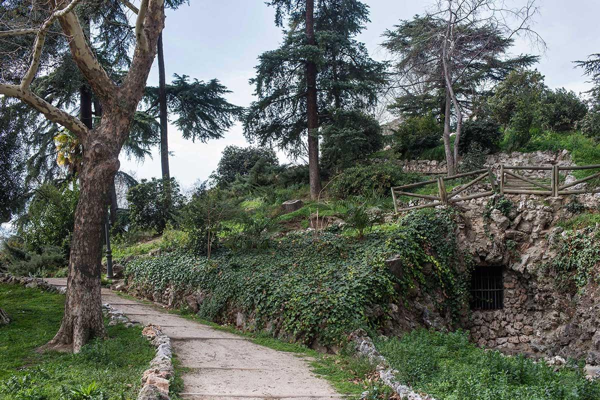 """La Montaña de los Gatos, resto del """"parque de atracciones"""" de Fernando VII."""