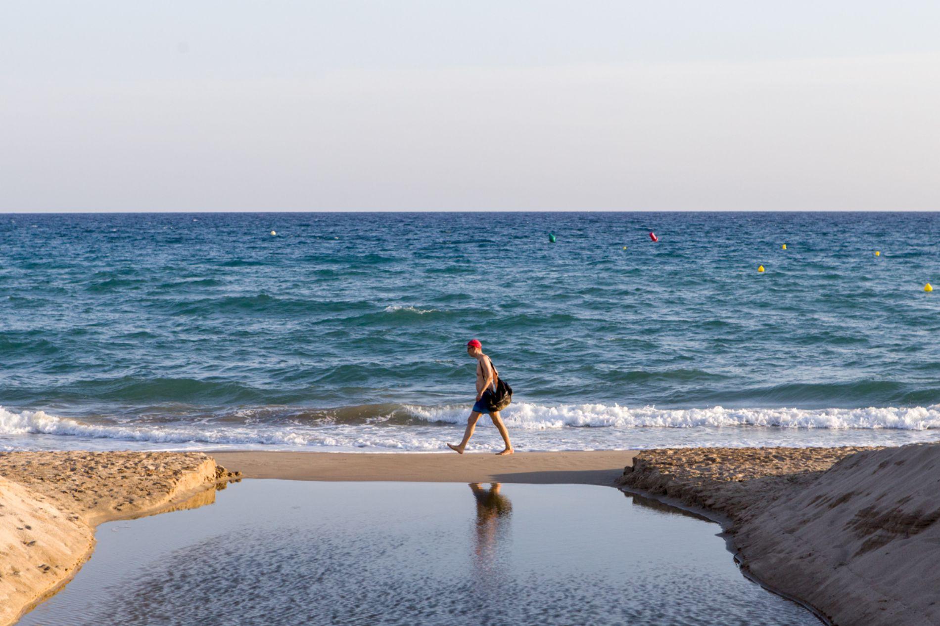 Un paseo por la playa, descalzo, repone las pilas en cualquier época del año.