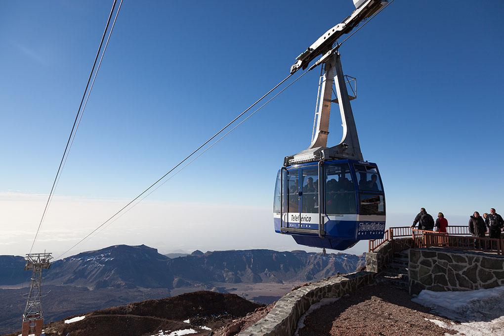 Para los menos deportistas, un teleférico te acerca hasta el pico del Teide. Foto: shutterstock.