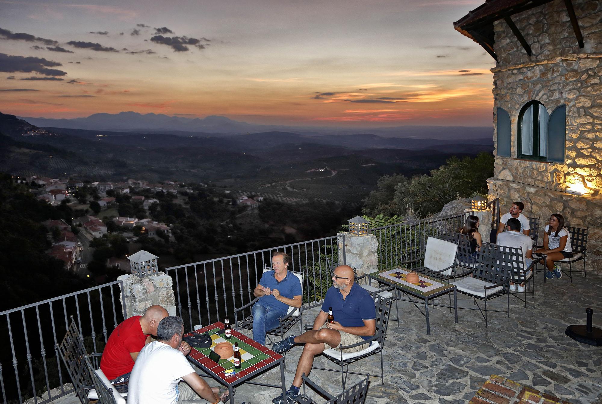 En la terraza del hotel te puedes tomar una cerveza con unas vistas privilegiadas.