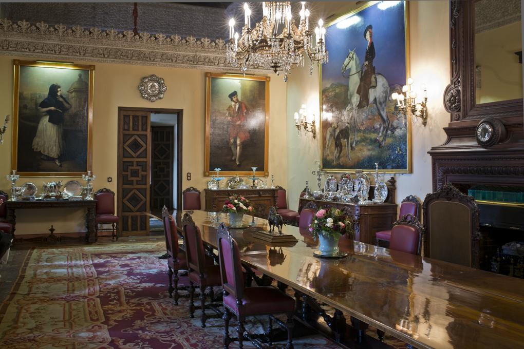 El comedor principal del Palacio de las Dueñas, en Sevilla. Foto: Sofía Moro