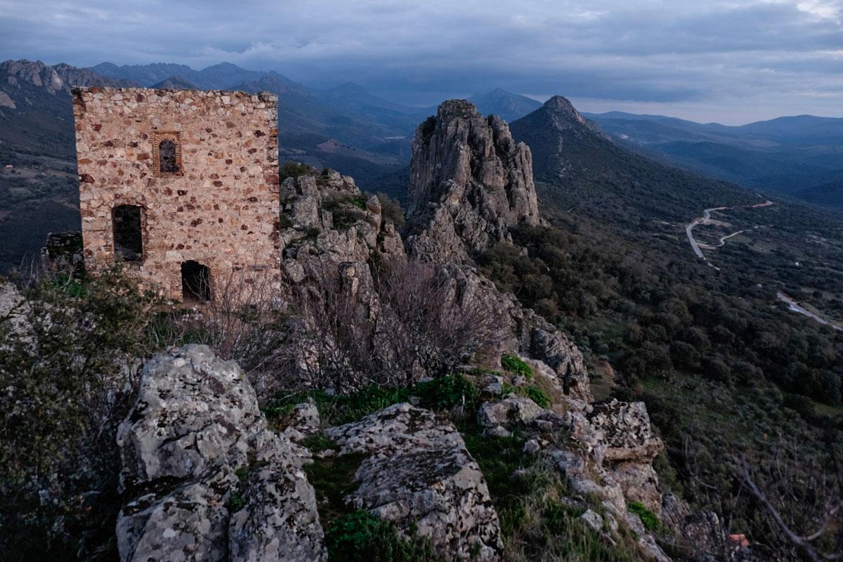 Castillo de Cabañas del Castillos, en la comarca de las Villuercas (Cáceres).