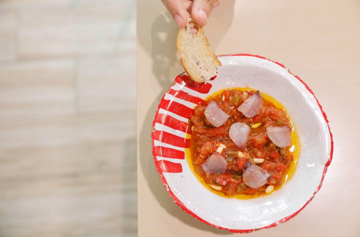 La 'titaina' de Cabanyal, guiso de tomate y atún que se come frío, rescatada del recetario tradicional valenciano.