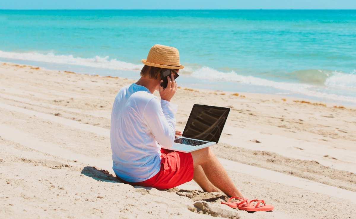 Las vacaciones sirven para hacer un paréntesis y romper con lo cotidiano. Déjate el móvil y el ordenador en casa. Foto: Shutterstock.