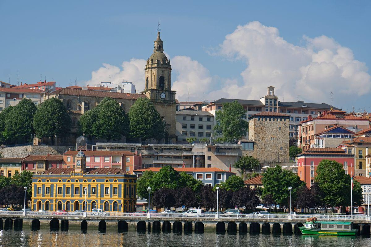 Vista de Portugalete en las proximidades del Puente de Bizkaia.